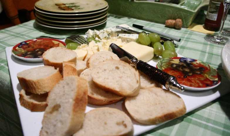 Dragon's Kitchen: Aged Cheeses, Bread and Spiced Olive Oil