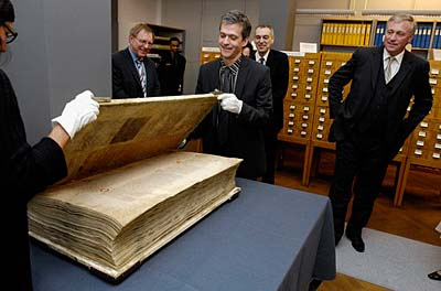 467689774 0836f91ced O maior livro do mundo