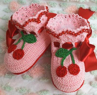 أحذية للرضيع بالكروشي ولا اروع cherryboot1.jpg