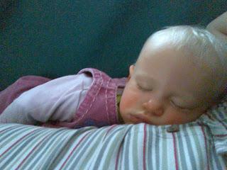 soniusia spi na tatusiu