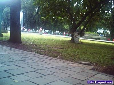 Bermukim di Kebayoran Baru, Jakarta Selatan: Taman