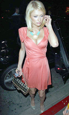 paris hilton cleavage pics