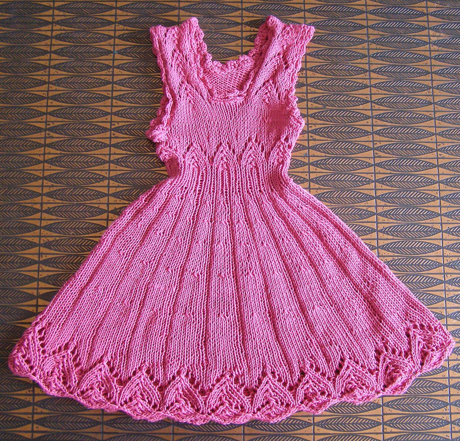 Free Knitting Patterns For Girls Dresses : VERA E SUAS MANUALIDADES - Veraxangai: VESTIDO INFANTIL EM TRICO