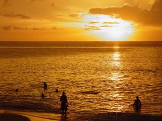 O pôr do sol na cidade me fez viajar até o mar
