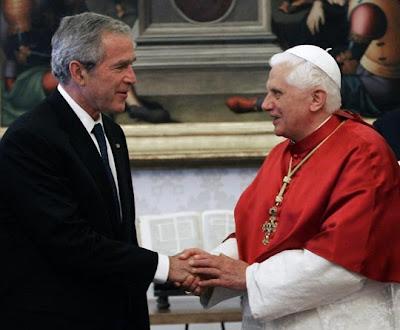 Siguen preparando el Escenario... George+W+Bush+y+Benedicto+XVI+-+2007