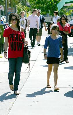 Vanessa and Stella Hudgens 3