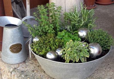 Gartenideen f r zinkwanne inspiration ber haus design - Zinkwanne dekorieren ...