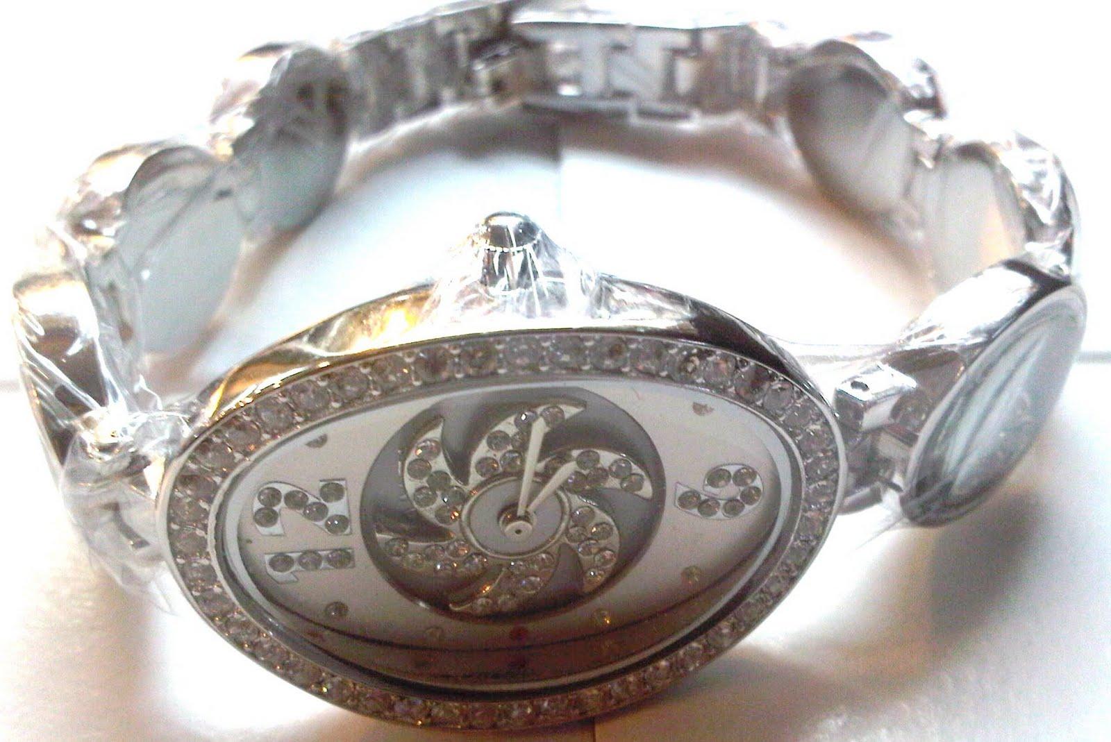 jam tangan Chanel fan diamond rante..jam tangan yang sangat unik  banget..karena di saat kita make kipas yang d dalam plat nya bisa muter  layaknya kipas ... caabb29c84