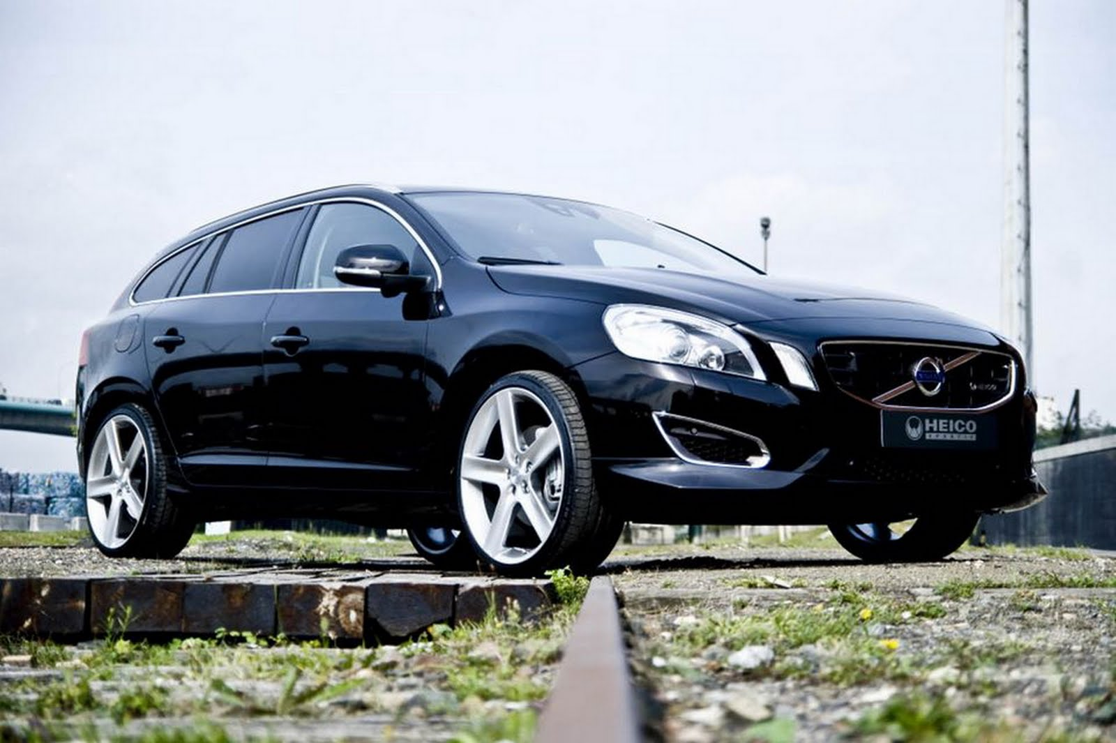 amazing automobile 2011 volvo v60 review specifications. Black Bedroom Furniture Sets. Home Design Ideas