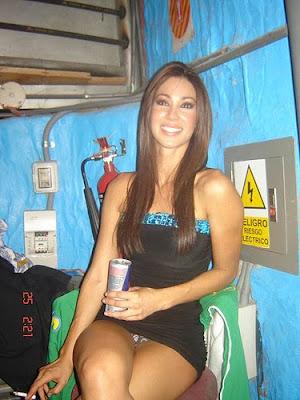 Vanessa mexicana en lenceria y con mascara virtual - 1 part 3