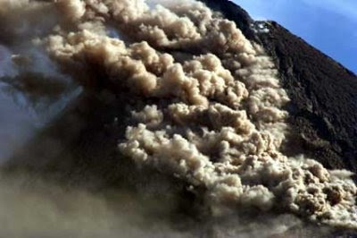 wedhus gembel, mount merapi erupts