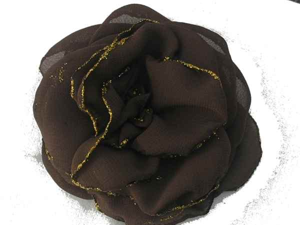 Rosa de gaza chocolate con bordes en glitter.