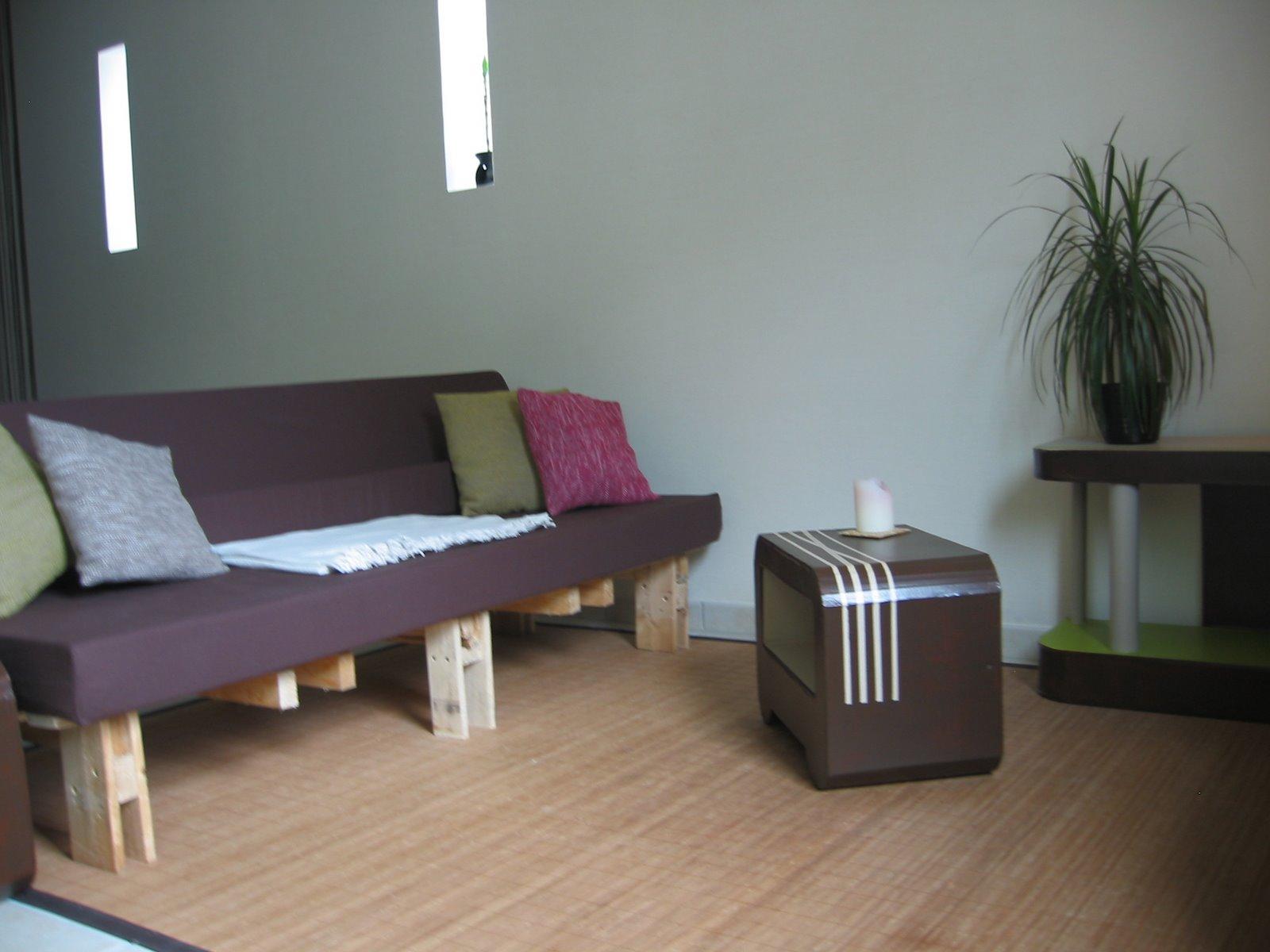 comment fabriquer ses meubles cartons. Black Bedroom Furniture Sets. Home Design Ideas