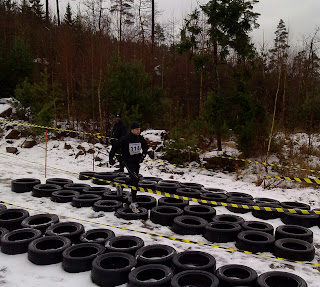 Christian Schmeikal running in tire obstacle at Lejonruset 2010-11-21