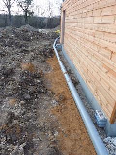 notre maison en bois luant drainage evacuation d 39 eau pluviale et caniveau. Black Bedroom Furniture Sets. Home Design Ideas