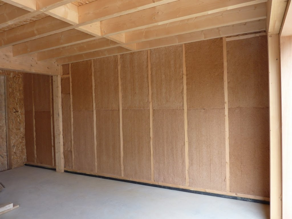 notre maison en bois luant on a bien attaqu l 39 isolation du garage. Black Bedroom Furniture Sets. Home Design Ideas