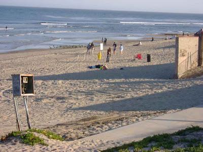 No Paparazzi Brawls on Surfrider Beach...Yet - Malibu