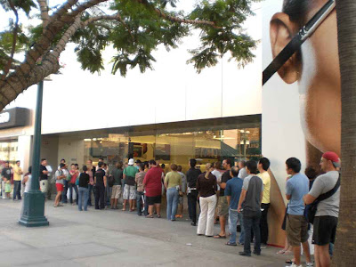 Apple Disciples Lining Up For Worship - Santa Monica