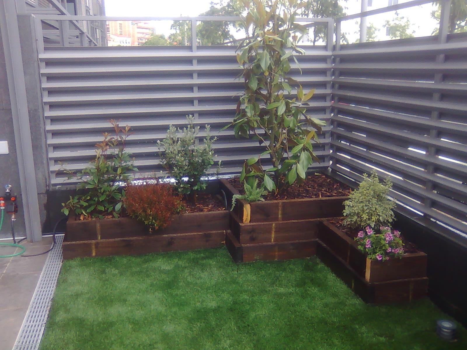 Jardineria paisajes dise o y construccion de jardines - Jardineras para jardin ...