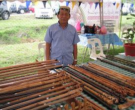 Tuan Hj Ishak, Pembuat Tongkat Kayu