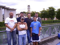 TRENTINO 2007   Foto di gruppo realizzata in occasione di una gara di pesca alla trota in torrente