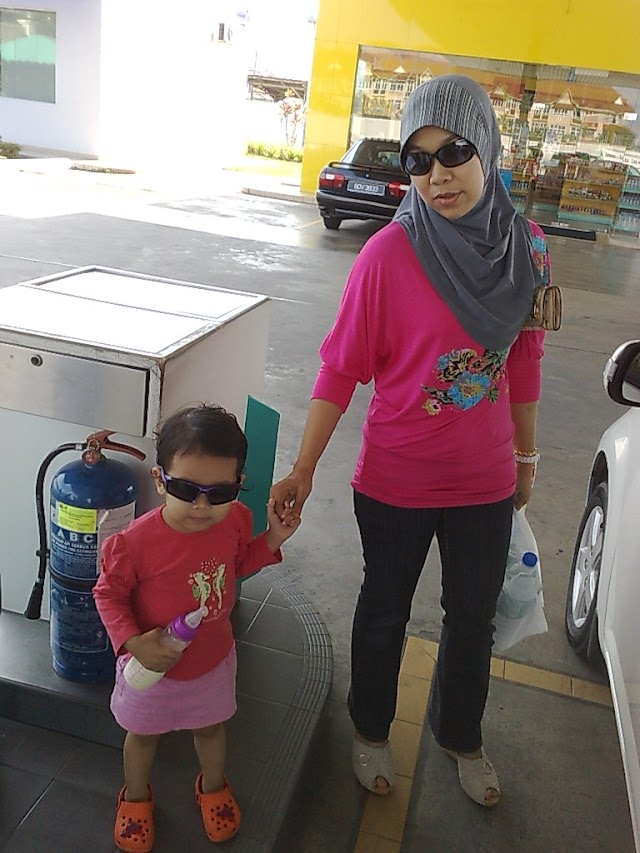 Panca Sitara: Damia and Mommy @ Petronas Kampar