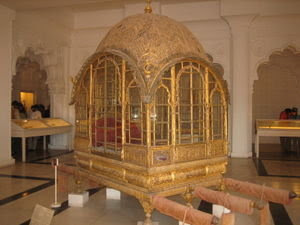 Sedan Chair Rental Steel Plans Quigley S Cabinet In The Middle Of Night I Found Myself Wondering What Conveyances Like Those Depicted Are Called A Little Searching This Morning