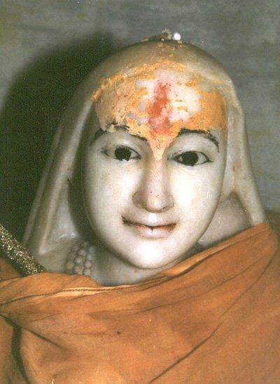 [Adi_shankara_samadhi_kedar.jpg]