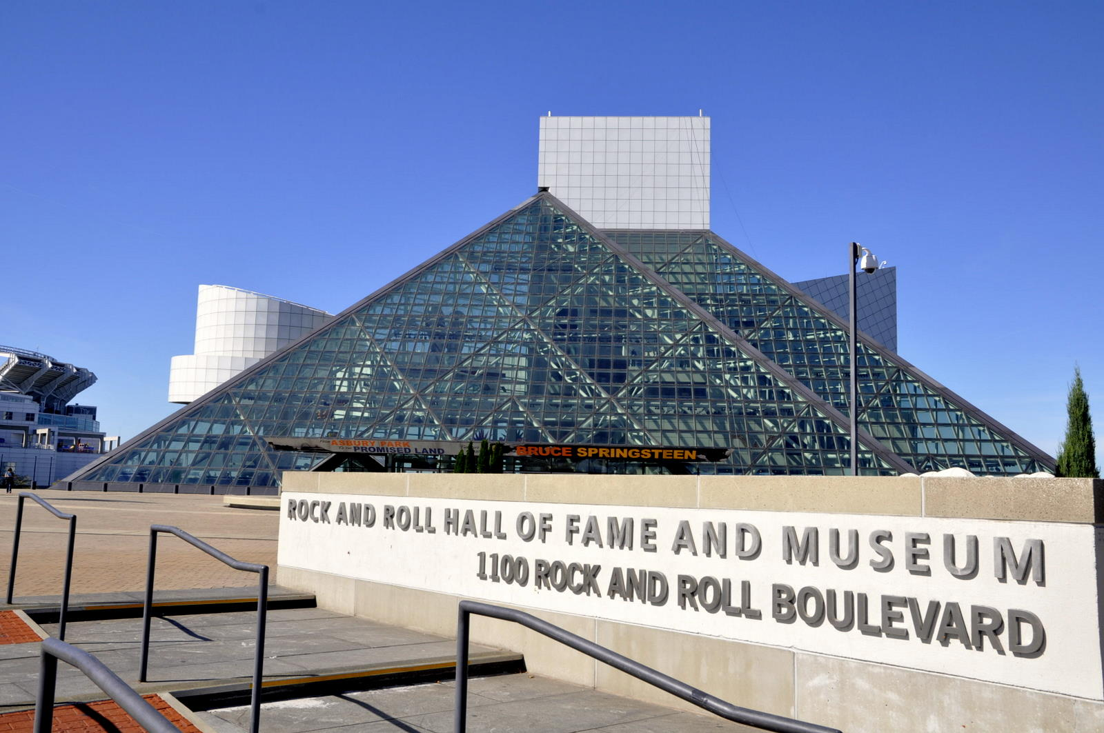 Rock N Roll Hall Of Fame Hours : cleveland rock and roll hall of fame museum exploring the world one day at a time ~ Vivirlamusica.com Haus und Dekorationen