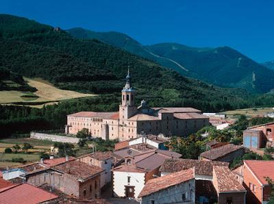 San Millán de la Cogolla con el monasterio de Yuso al fondo