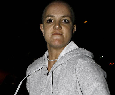 britney spear angry and damaged car wind glasses photo
