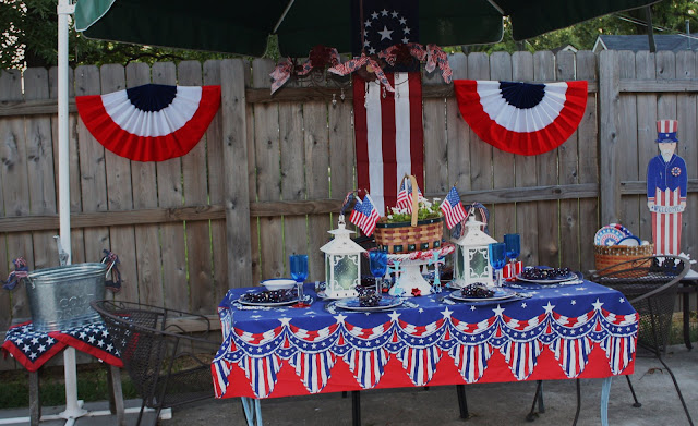Independance Day dining outdoors