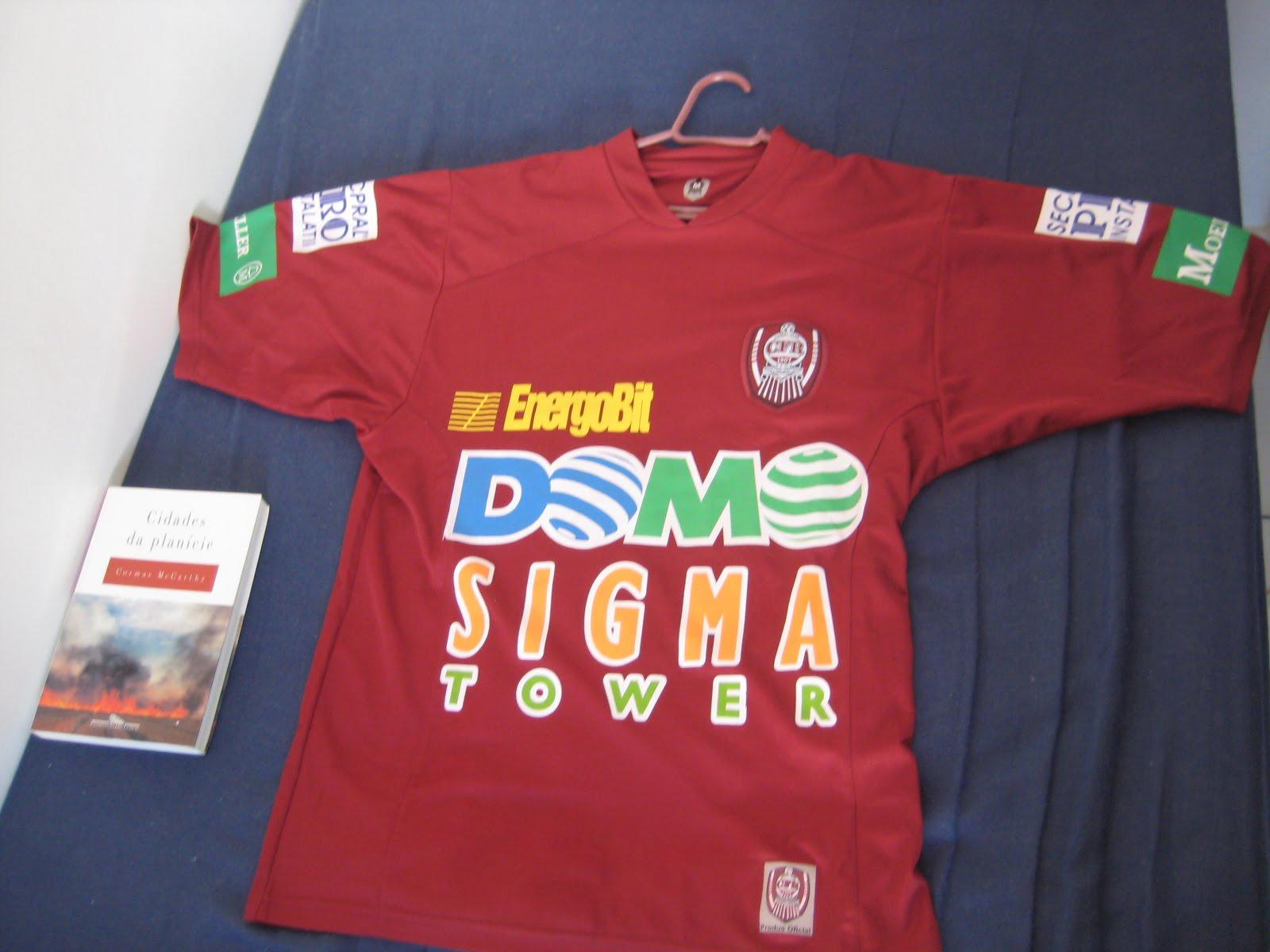 A camisa possui o nome do jogador brasileiro Didi 133d4964e75df