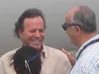 Julio Iglesias utiliza aeropuerto de Barahona para llevar ayuda a Haití