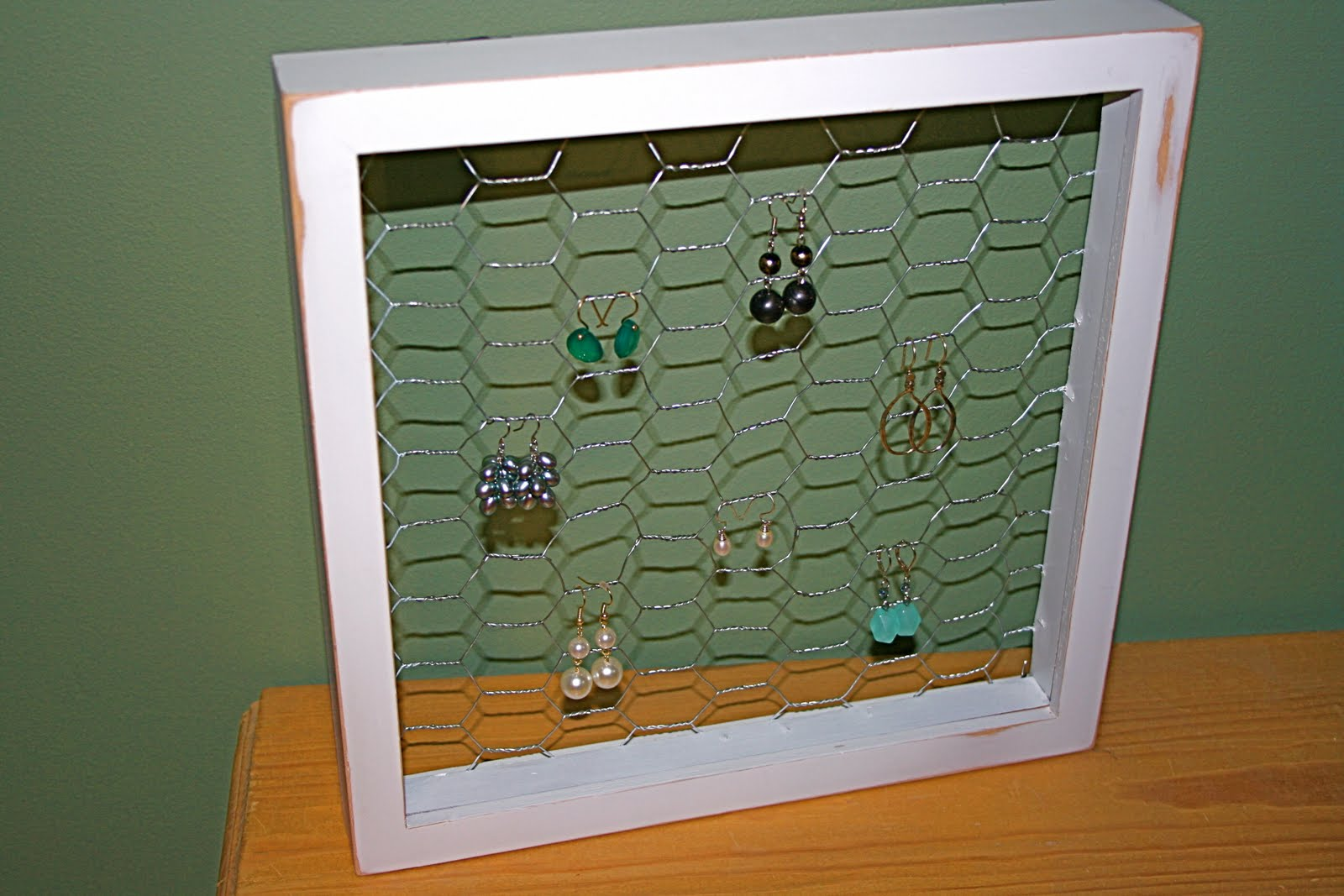 Little and Lovely: DIY: Earring Display