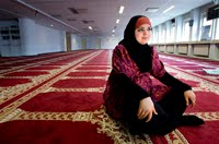 Woman mosque leader seeks new Muslim in Europe
