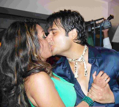 Famous desi honeymoon couple revisited - 3 6