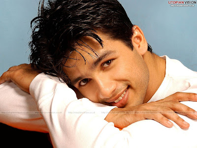 Shahid Kapoor's HOT & CUTE Wallpaper - Download Latest High Quality