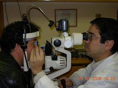 Dr. Jalil en su consulta
