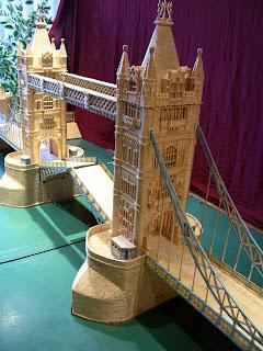 El mundo en palillos tower bridge for Manualidades con palillos de dientes