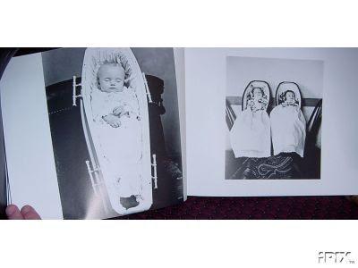 Fotos de bebês em caixões eram clássicas também