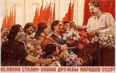 Плакат Великий Сталин - знамя дружбы народов СССР!