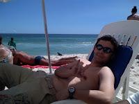 Curtindo uma praia - Chilling at the beach
