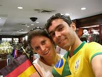 Paz entre os países! Eu e a Nina dentro do prédio da ONU - Peace within countries! Me and Nina in the UN building
