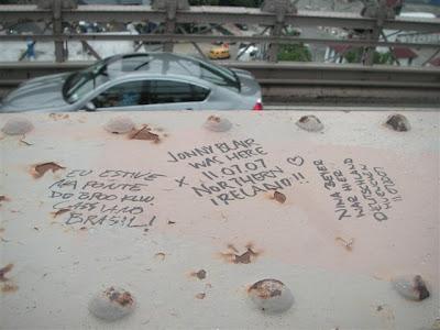 Nossos nomes na ponte do Brooklin - Our names in the Brookling Bridge