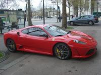 Ferrari nas ruas de Paris - A Ferrari in Paris streets