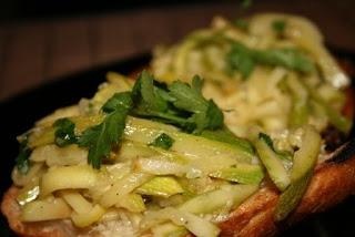 Закуска из кабачков с фасолью и чесноком. грибы: рис с мясом в духовке...