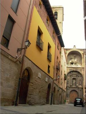 """Sociedad gastronómica y cultural """"La Becada"""", calle de Santiago, nº 3, Logroño. Una de las casas en la que vivieron los hermanos Delhuyar."""