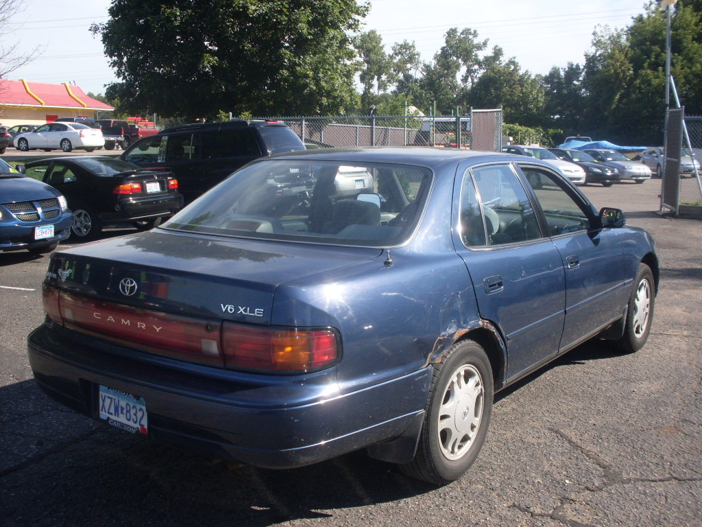 1994 toyota camry fuel filter location