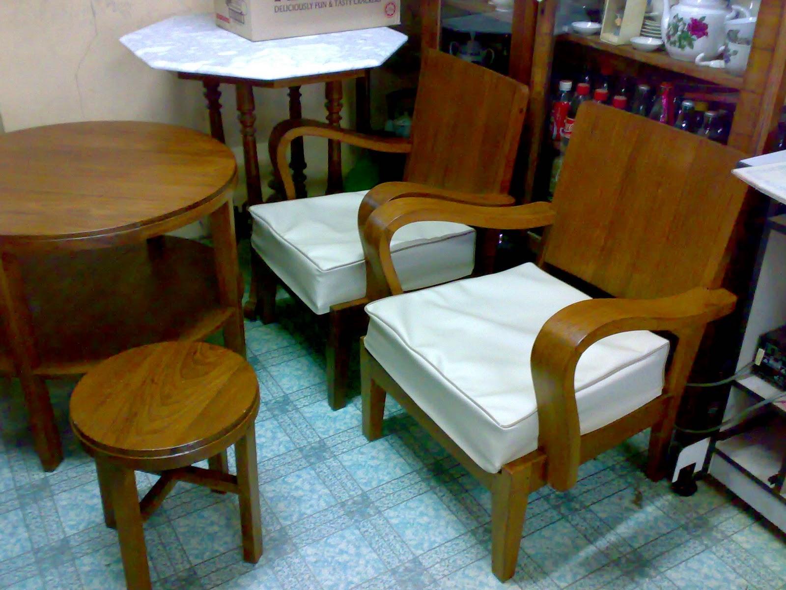 Kerusi Keempat Set Untuk Ruang Tamu Berbentuk R Juga Tetapi Berlainan Sedikit